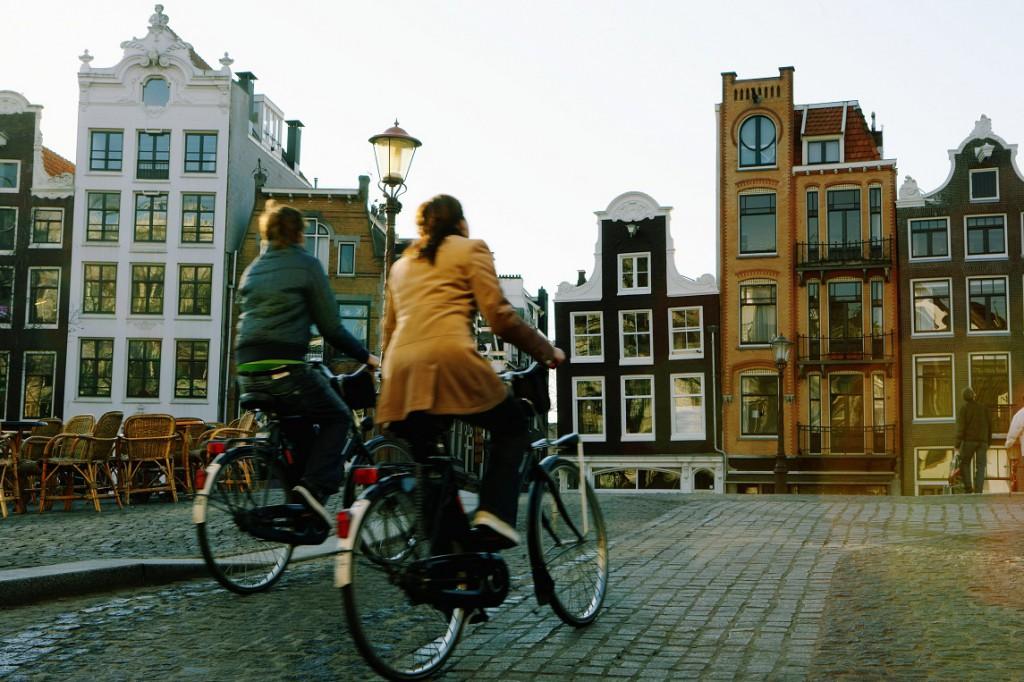 Paar auf Fahrrädern