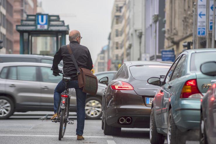 Diese wichtigen Verkehrsregeln können beim Fahrradfahren Leben retten