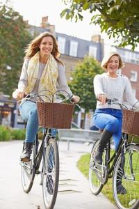 Nicht nur Radreisen boomen - auch im Alltag wird der Drahtesel für immer mehr Bundesbürger unverzichtbar. Foto: djd/www.die-sattelkompetenz.de/thx